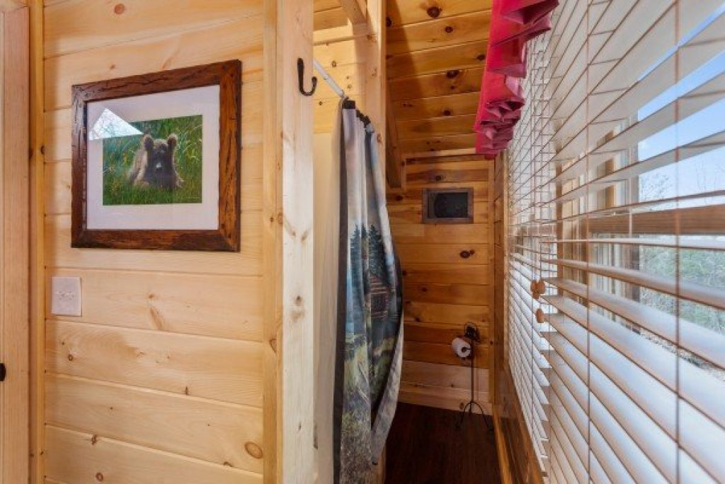 Photo of a Sevierville Cabin named Bootlegger's Bounty - This is the twenty-second photo in the set.