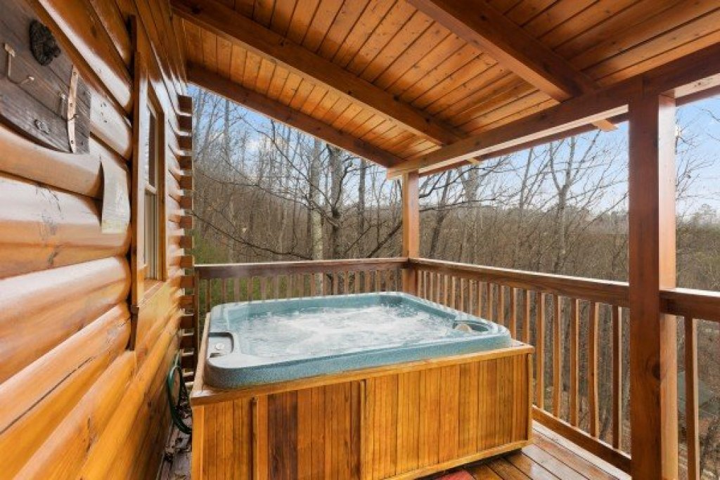 Photo of a Sevierville Cabin named Bootlegger's Bounty - This is the seventeenth photo in the set.