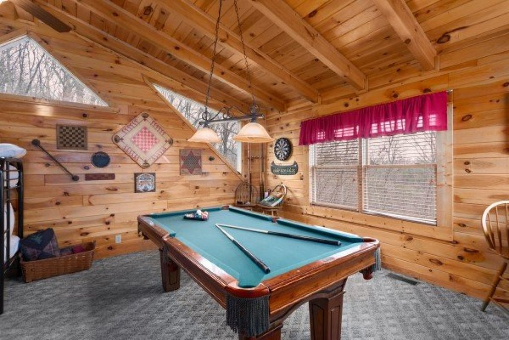 Photo of a Sevierville Cabin named Bootlegger's Bounty - This is the nineteenth photo in the set.
