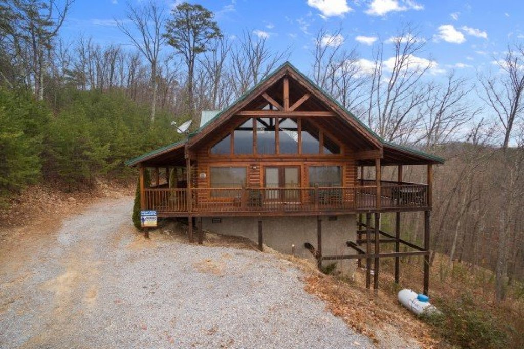 Photo of a Sevierville Cabin named Bootlegger's Bounty - This is the twenty-fifth photo in the set.