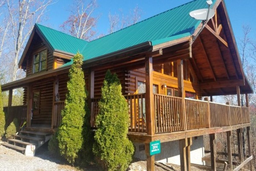 Photo of a Sevierville Cabin named Bootlegger's Bounty - This is the fourth photo in the set.