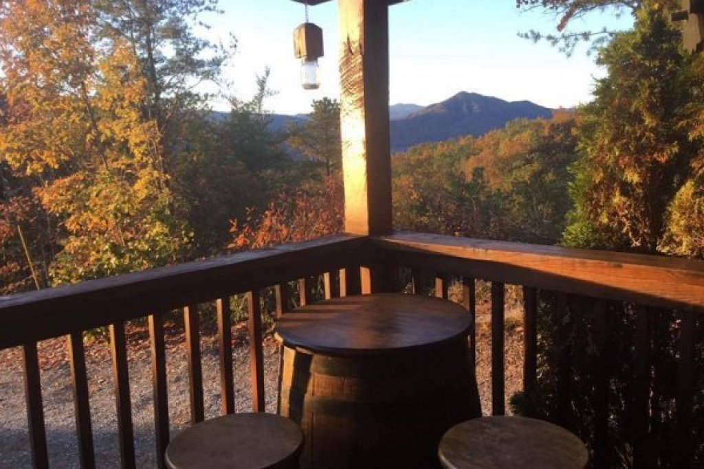 Photo of a Sevierville Cabin named Bootlegger's Bounty - This is the tenth photo in the set.