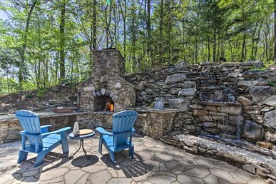 Enjoy Outdoor Living, Firepit, Waterfall And Hiking Right Out Your Back Door!