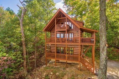 3 Bedroom, 3 Bath, 3 Level Cabin Perfect For Couples Traveling With Kids.