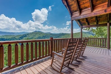 4 Bedroom, 4.5 Bath Luxury Cabin With Game Room, Incredible Views, And Extras!
