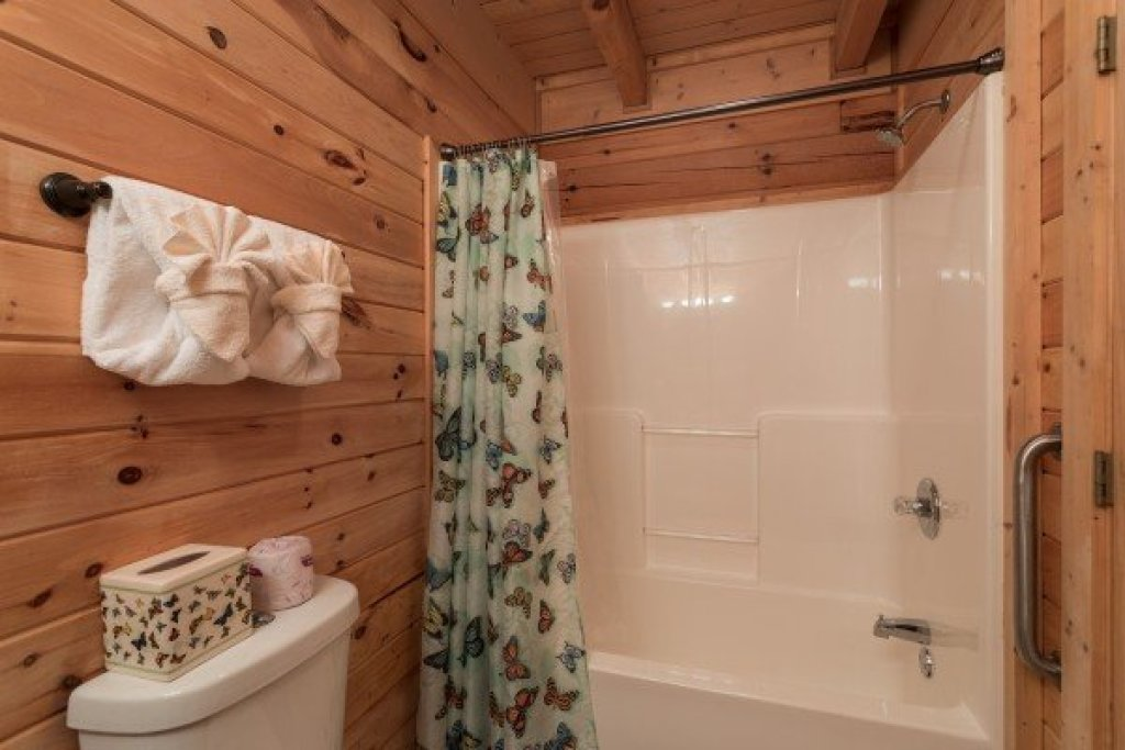 Photo of a Sevierville Cabin named Eagle's Nest - This is the fifteenth photo in the set.
