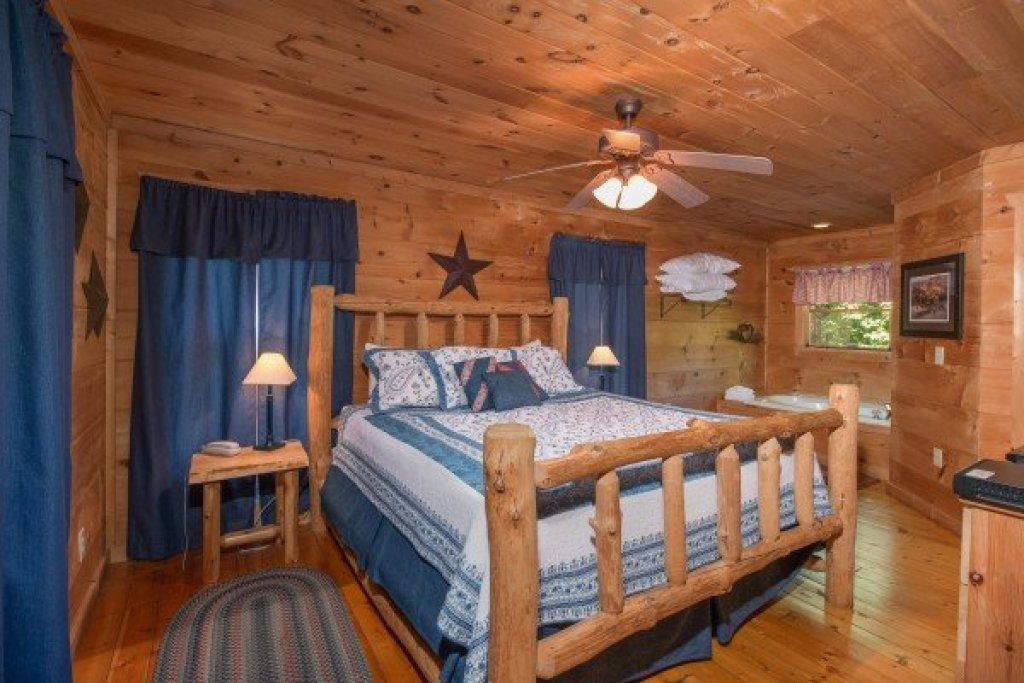 Photo of a Gatlinburg Cabin named Denim Blues - This is the ninth photo in the set.