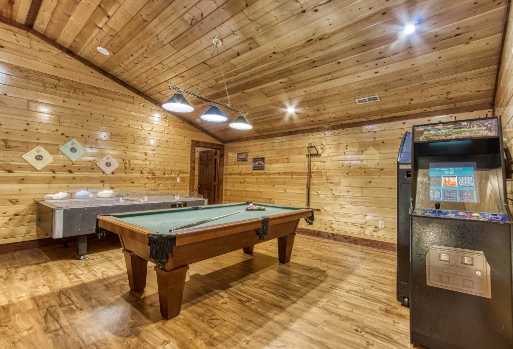 Photo of a Gatlinburg Cabin named Mystical Creek Pool Lodge #600 - This is the fifth photo in the set.
