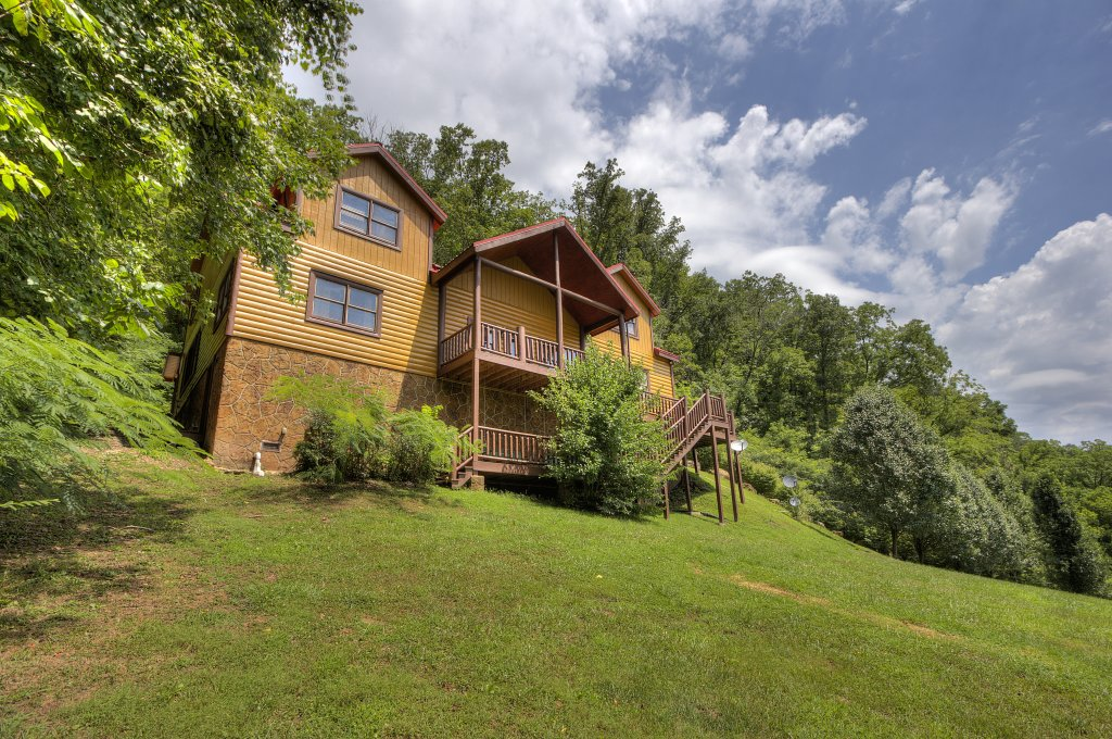 Photo of a Gatlinburg Cabin named Mystical Creek Pool Lodge #600 - This is the ninth photo in the set.