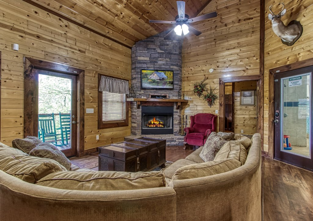 Photo of a Gatlinburg Cabin named Mystical Creek Pool Lodge #600 - This is the sixteenth photo in the set.