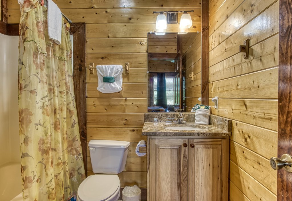 Photo of a Gatlinburg Cabin named Mystical Creek Pool Lodge #600 - This is the twentieth photo in the set.