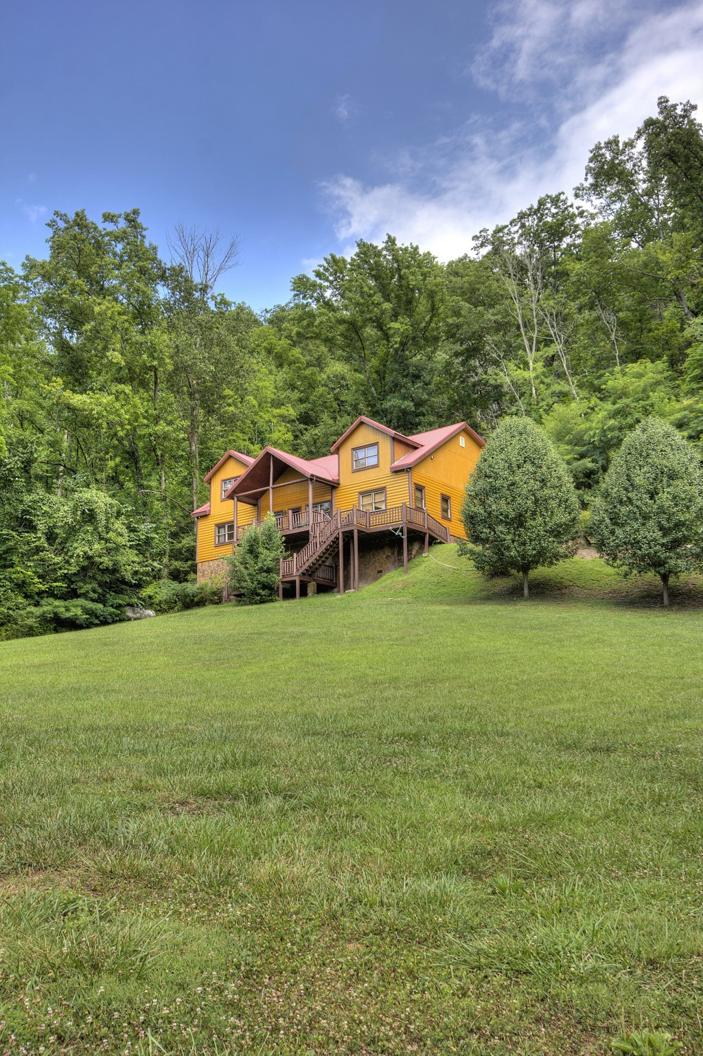 Photo of a Gatlinburg Cabin named Mystical Creek Pool Lodge #600 - This is the sixty-second photo in the set.