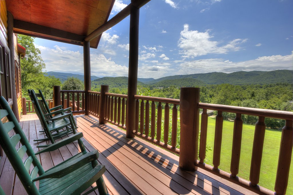 Photo of a Gatlinburg Cabin named Mystical Creek Pool Lodge #600 - This is the seventy-second photo in the set.