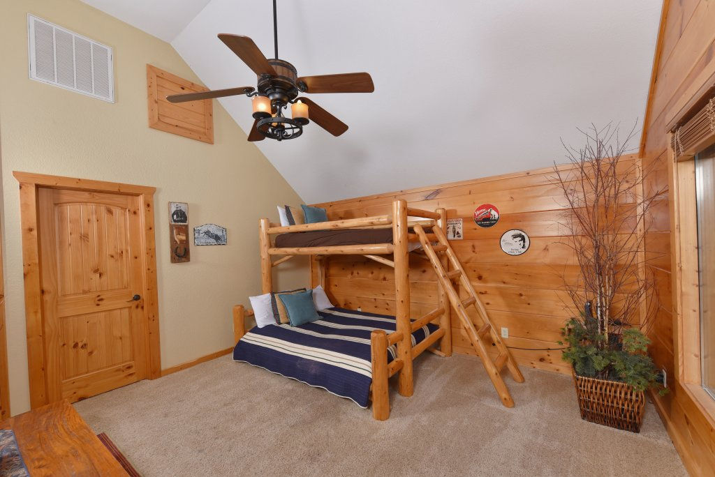Photo of a Pigeon Forge Cabin named Majestic Forest - This is the thirty-third photo in the set.