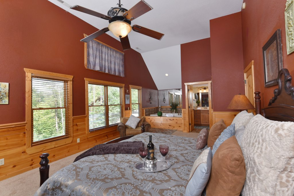 Photo of a Pigeon Forge Cabin named Majestic Forest - This is the thirtieth photo in the set.