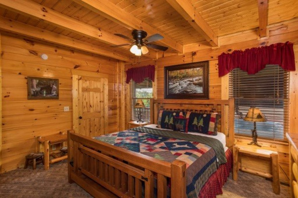 Photo of a Sevierville Cabin named Graceland - This is the eighth photo in the set.