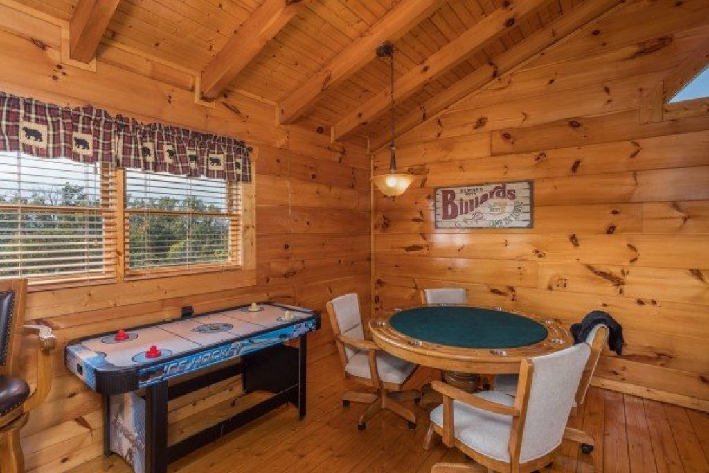 Photo of a Sevierville Cabin named Graceland - This is the seventeenth photo in the set.