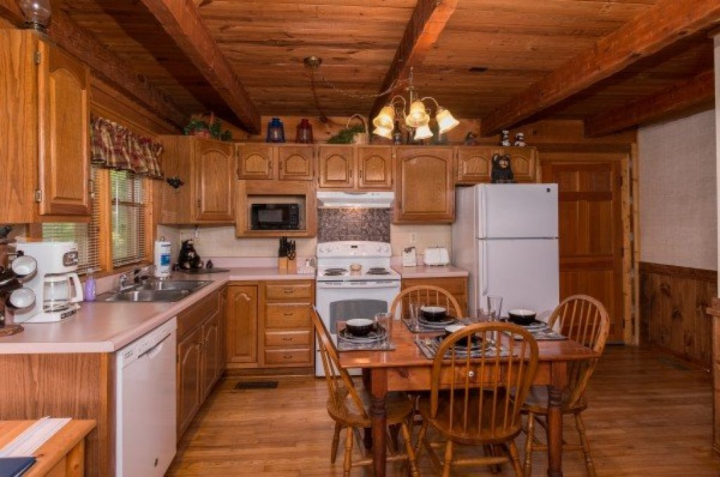 Photo of a Sevierville Cabin named Little Bear - This is the sixth photo in the set.
