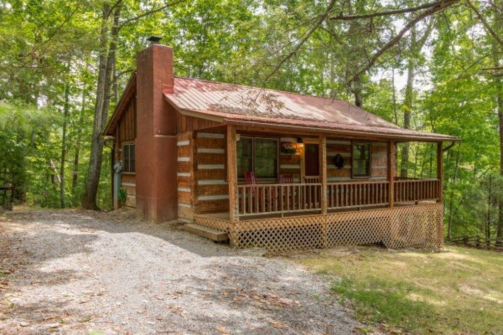 Photo of a Sevierville Cabin named Little Bear - This is the second photo in the set.