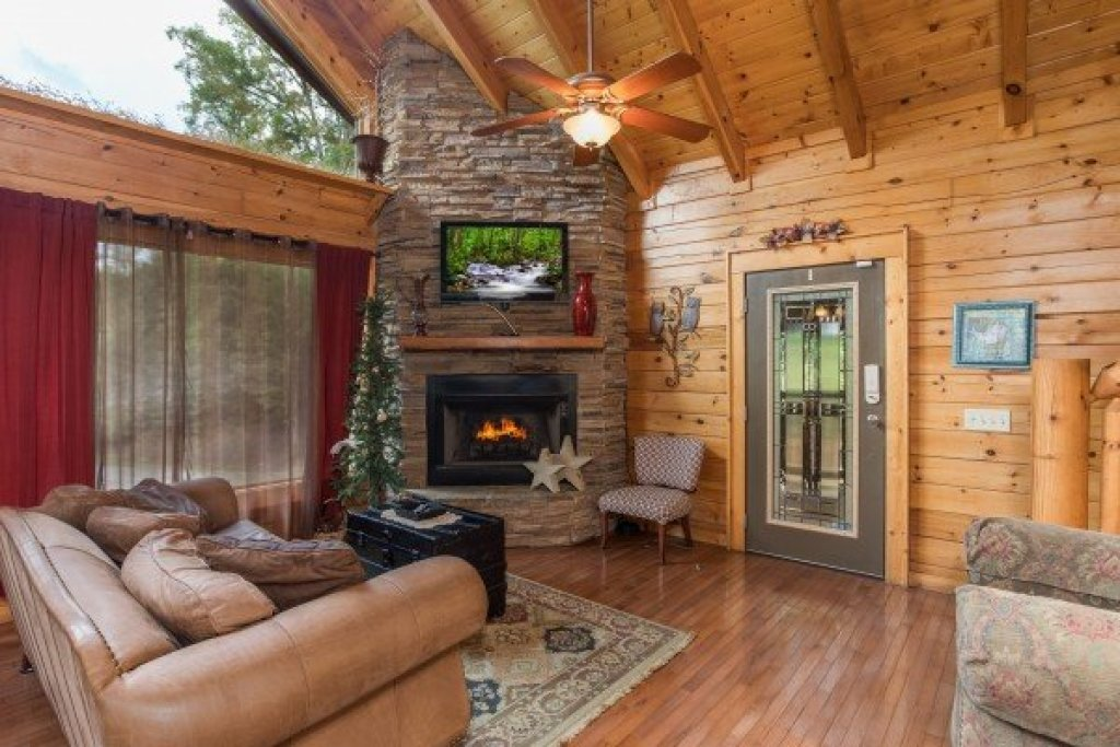 Photo of a Sevierville Cabin named Laid Back - This is the third photo in the set.