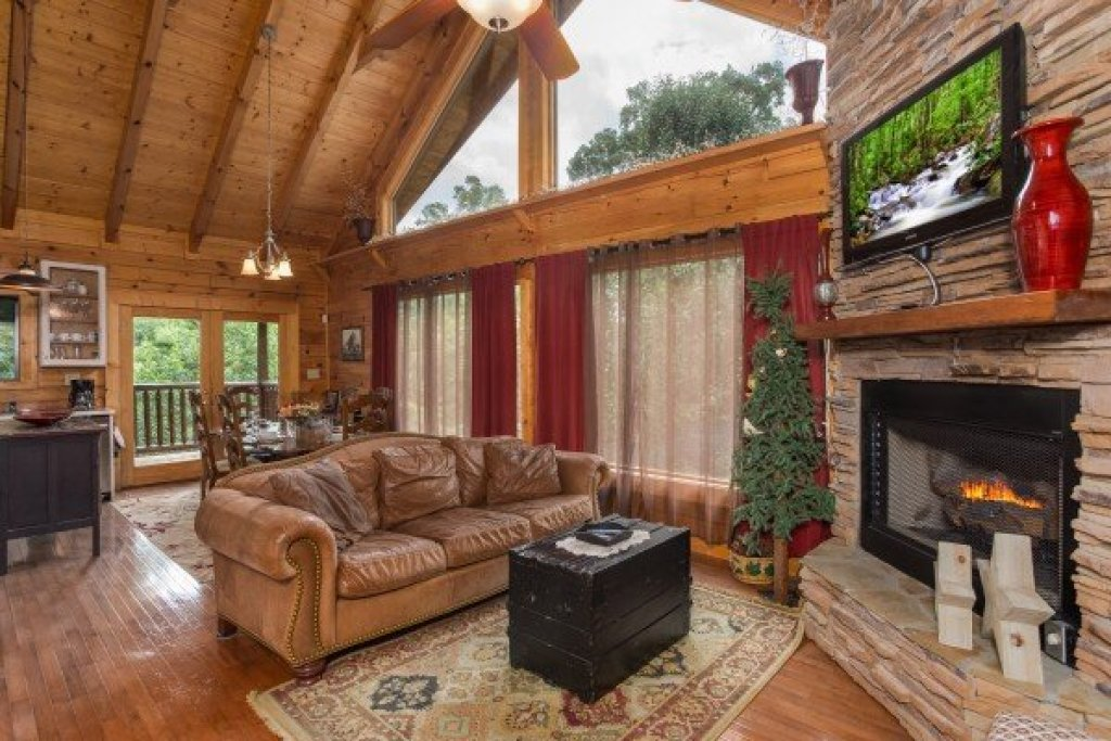 Photo of a Sevierville Cabin named Laid Back - This is the second photo in the set.