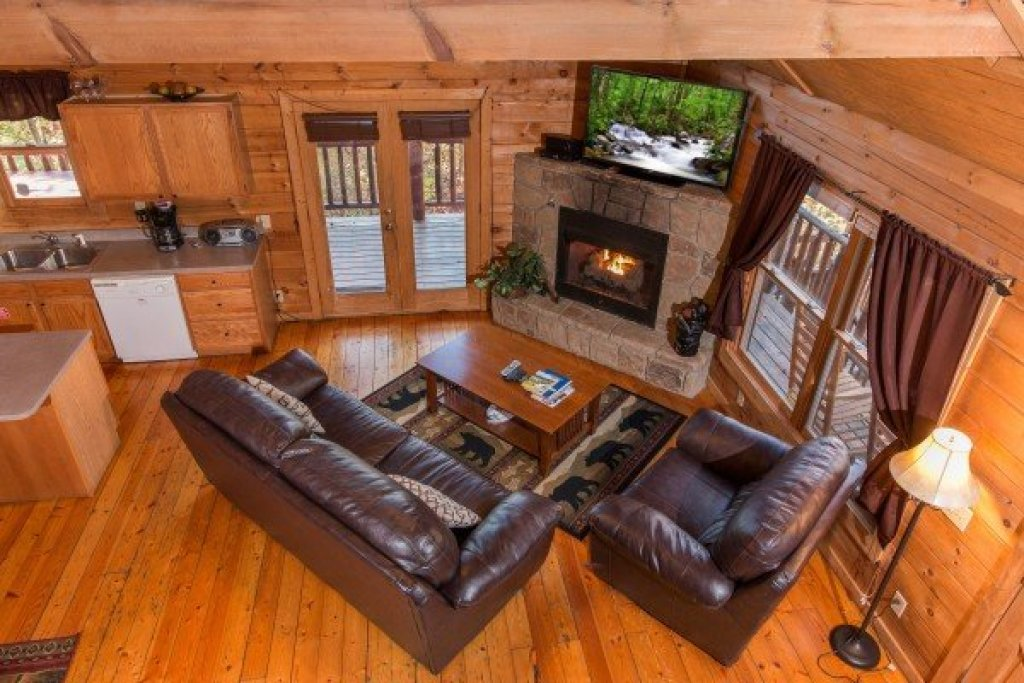 Photo of a Gatlinburg Cabin named Lincoln Logs - This is the tenth photo in the set.