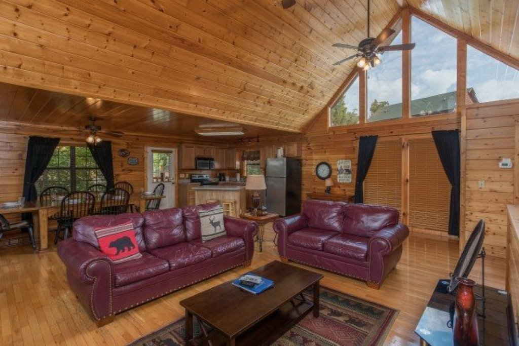 Photo of a Pigeon Forge Cabin named Kick Back & Relax! - This is the third photo in the set.