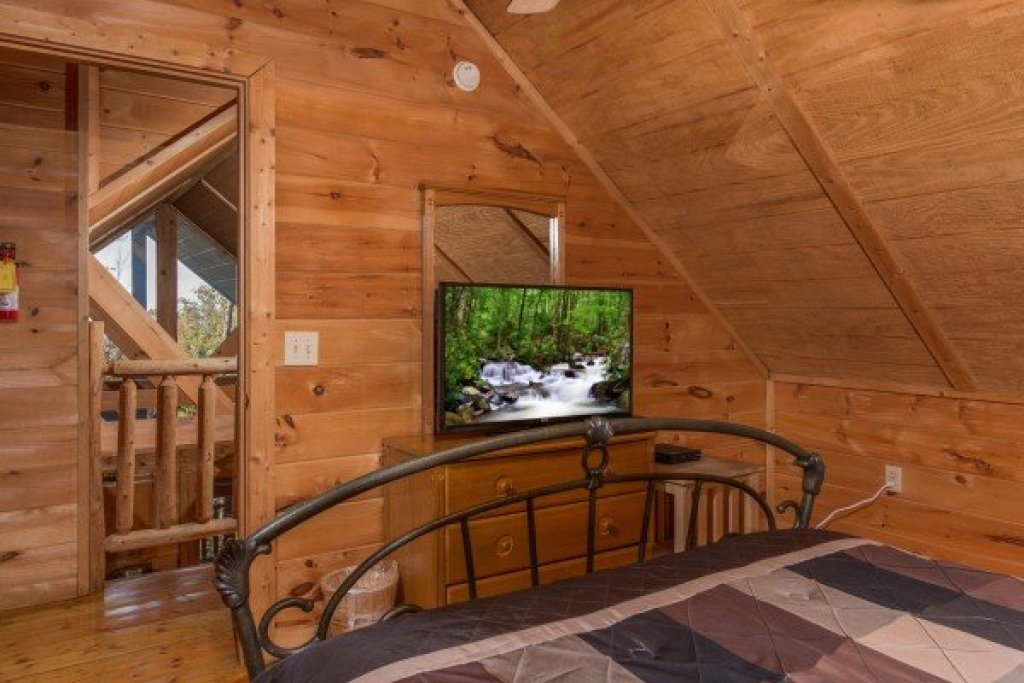 Photo of a Gatlinburg Cabin named Lincoln Logs - This is the twelfth photo in the set.