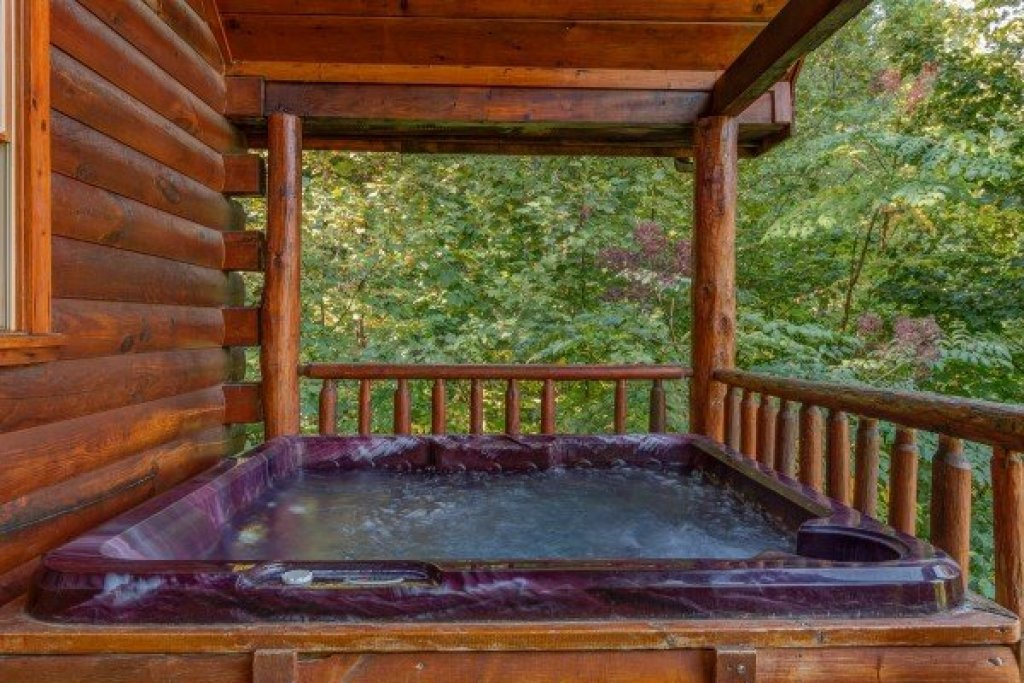 Photo of a Gatlinburg Cabin named Lincoln Logs - This is the sixteenth photo in the set.
