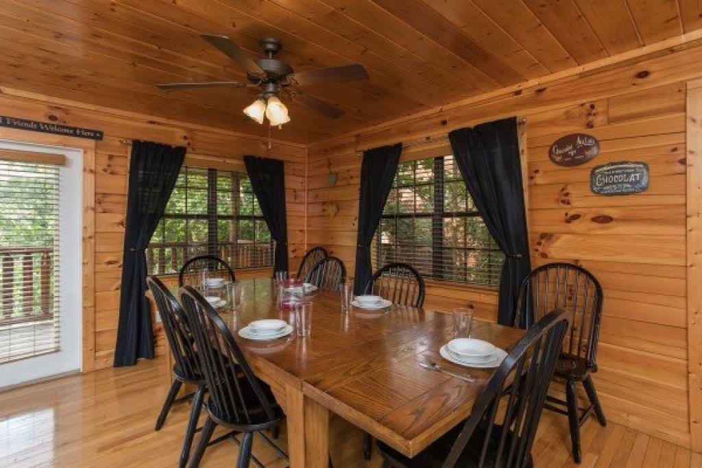 Photo of a Pigeon Forge Cabin named Kick Back & Relax! - This is the fourth photo in the set.