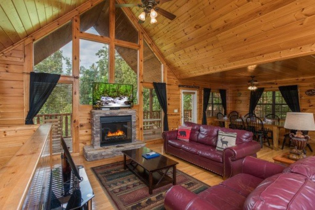 Photo of a Pigeon Forge Cabin named Kick Back & Relax! - This is the second photo in the set.
