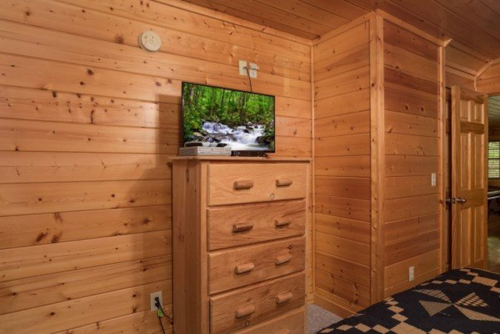 Photo of a Pigeon Forge Cabin named Kick Back & Relax! - This is the nineteenth photo in the set.