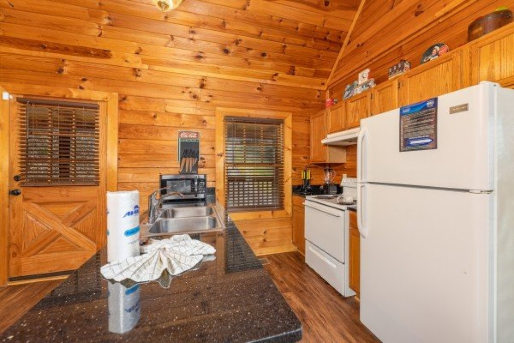 Photo of a Sevierville Cabin named Lakeview Point - This is the seventh photo in the set.