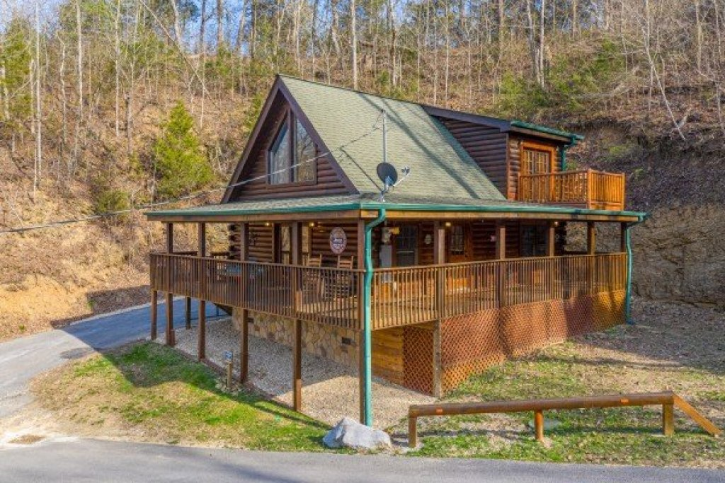 Photo of a Sevierville Cabin named Lakeview Point - This is the twenty-second photo in the set.