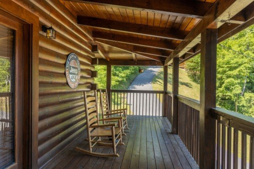 Photo of a Sevierville Cabin named Lakeview Point - This is the second photo in the set.