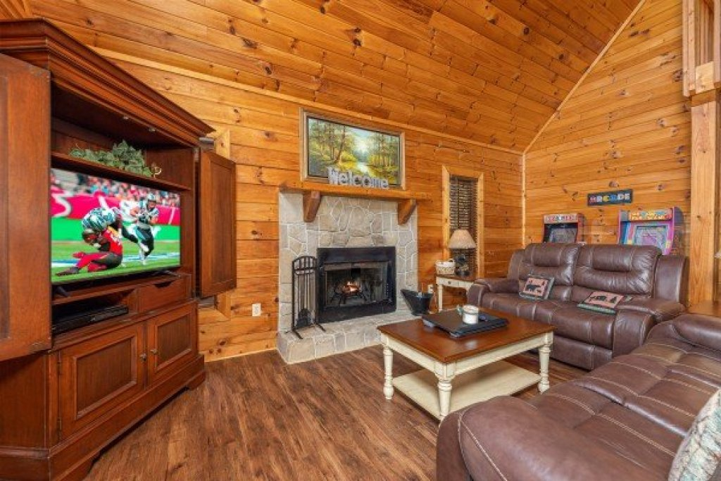 Photo of a Sevierville Cabin named Lakeview Point - This is the fourth photo in the set.