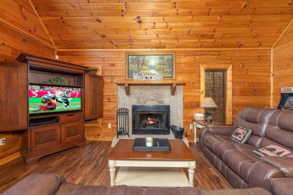 Photo of a Sevierville Cabin named Lakeview Point - This is the fifth photo in the set.