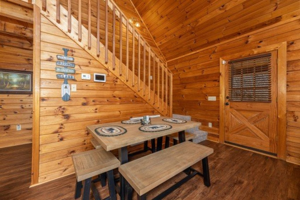 Photo of a Sevierville Cabin named Lakeview Point - This is the sixth photo in the set.