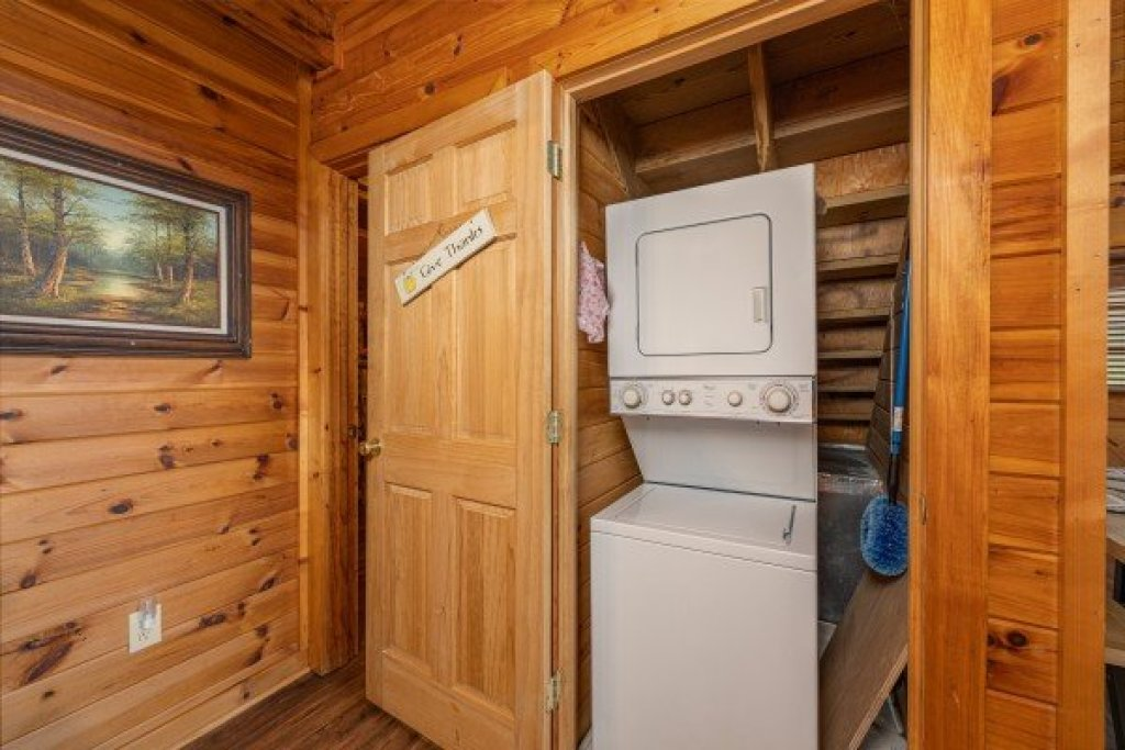 Photo of a Sevierville Cabin named Lakeview Point - This is the tenth photo in the set.