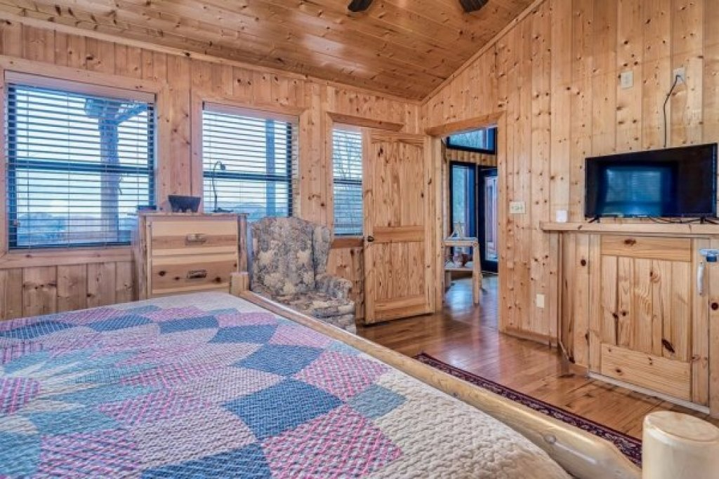 Photo of a Sevierville Cabin named A Stunning View - This is the seventeenth photo in the set.