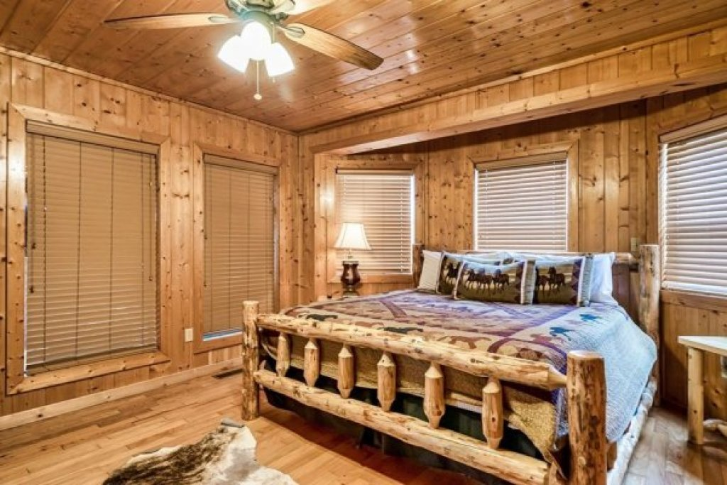 Photo of a Sevierville Cabin named A Stunning View - This is the thirty-second photo in the set.