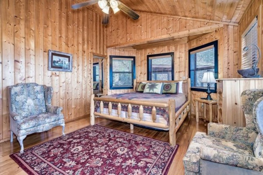 Photo of a Sevierville Cabin named A Stunning View - This is the sixteenth photo in the set.