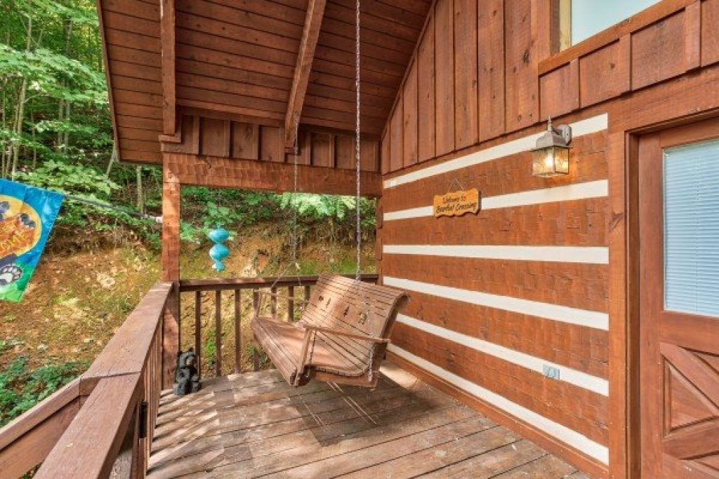 Photo of a Sevierville Cabin named Bearfoot Crossing - This is the sixteenth photo in the set.