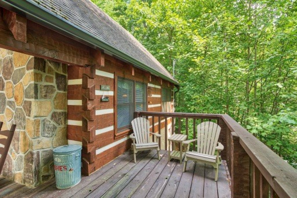 Photo of a Sevierville Cabin named Bearfoot Crossing - This is the eighteenth photo in the set.