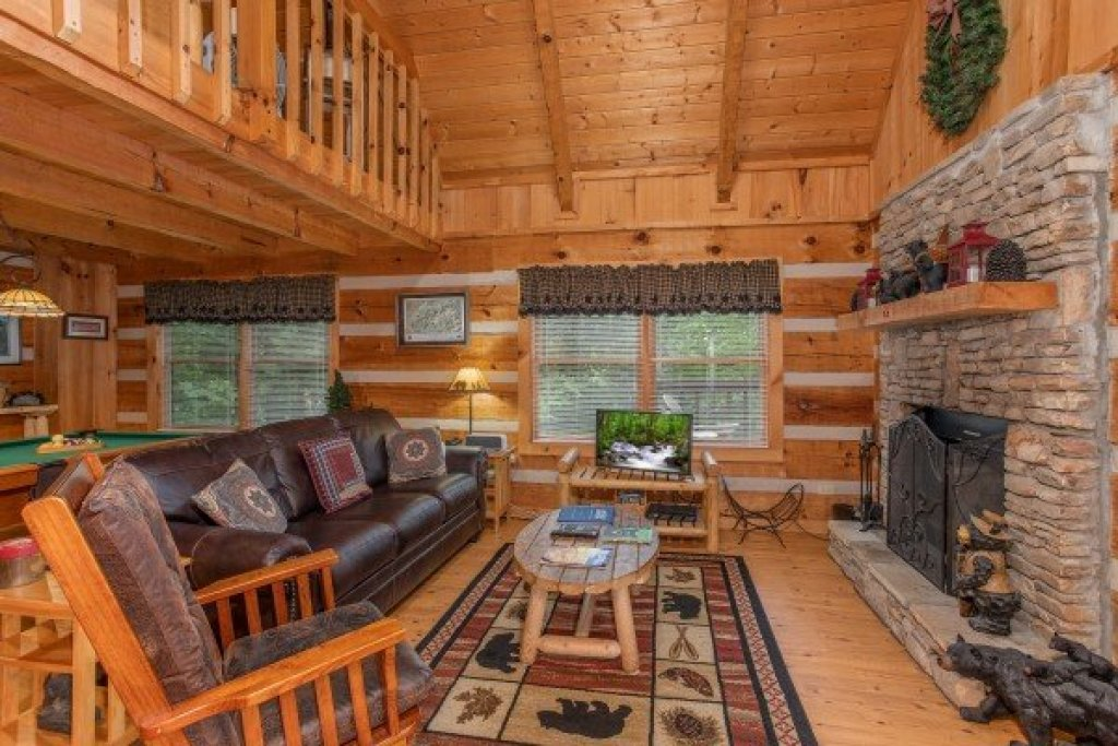 Photo of a Sevierville Cabin named Bearfoot Crossing - This is the third photo in the set.