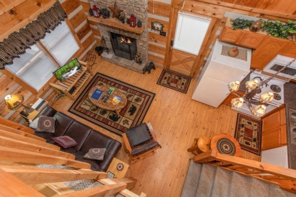 Photo of a Sevierville Cabin named Bearfoot Crossing - This is the ninth photo in the set.