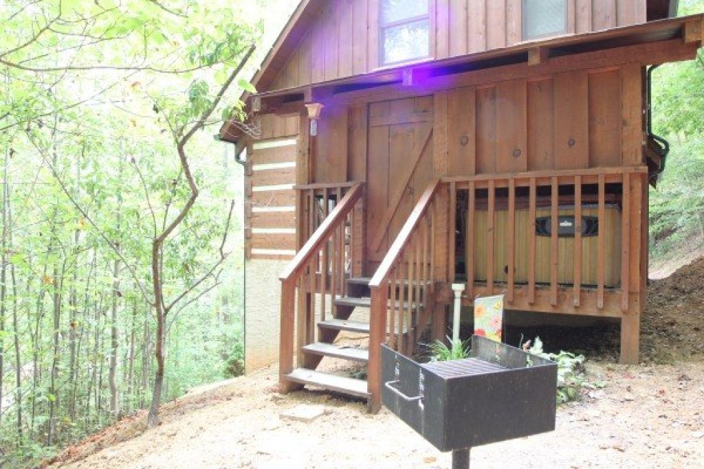 Photo of a Sevierville Cabin named Bearfoot Crossing - This is the seventeenth photo in the set.