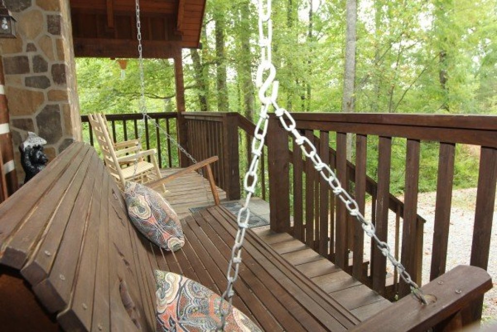 Photo of a Sevierville Cabin named Bearfoot Crossing - This is the fourteenth photo in the set.