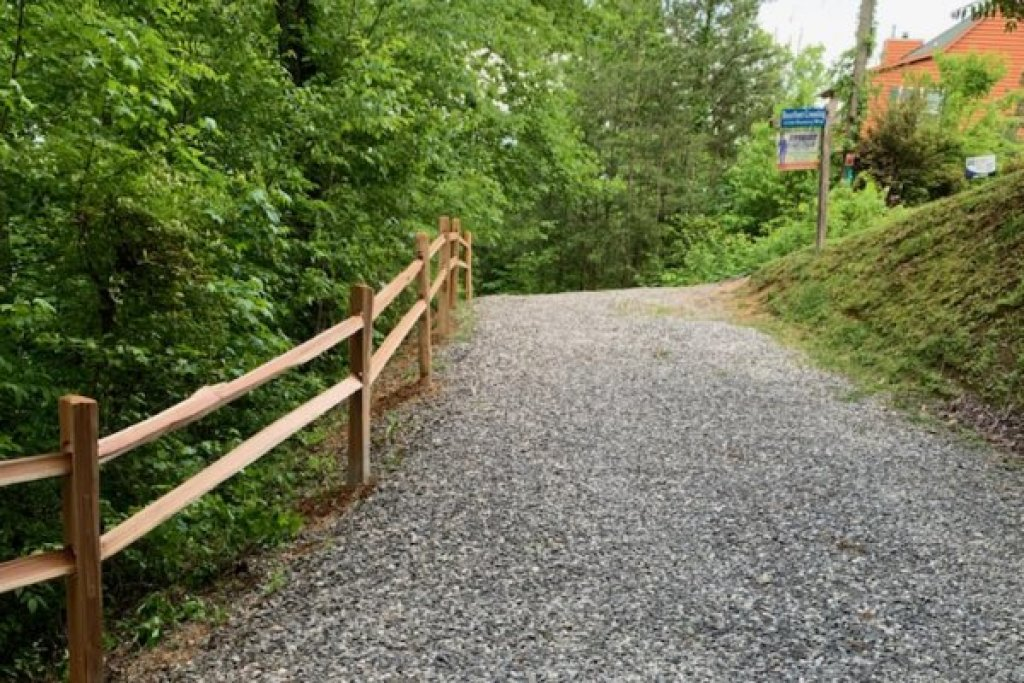 Photo of a Sevierville Cabin named Bearfoot Crossing - This is the twentieth photo in the set.