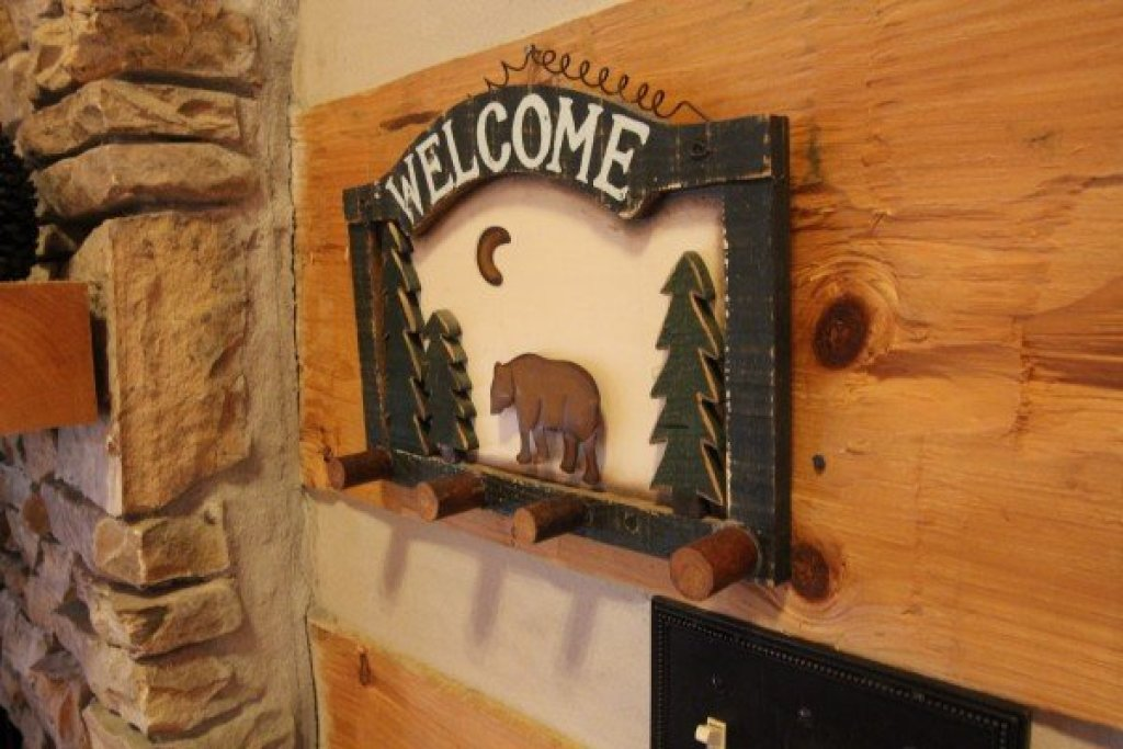 Photo of a Sevierville Cabin named Bearfoot Crossing - This is the fifteenth photo in the set.